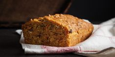 A delicious soft Gingerbread Recipe! Carrot Bread Recipe, Classic Carrot Cake Recipe, Vegan Apple Cake, Apple Cake Recipes, Dessert Cake Recipes, Desserts, Bread Recipes, Food Cakes, Flaxseed Bread