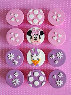 Minnie Mouse & Daisy Duck, pink & purple #Disney #cupcakes  sabores da gula