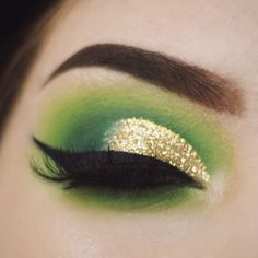 I meant to post this yesterday but I ended up getting lost in a dirty martini  For this look I used @coastalscents eyeshadows in Appletini, Python Green, Prehystoric Green, and Pinehurst, @electriccosmetics glitter in Cleopatra, and @lillylashes @lillyghalichi lashes in Opulence. My brows were done with @anastasiabeverlyhills Dipbrow in Dark Brown ✨