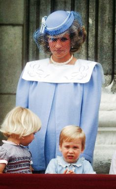 Diana is pregnant here with son, Prince Harry. Shown here with oldest son, Prince William, Duke of Cambridge Princess Of Wales, Princess Kate, Princess Charlotte, Princesa Diana, Diana Williams, Prinz William, Prinz Harry, Diana Fashion, Royal Engagement