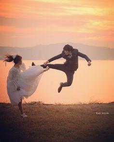 ドラゴンボール・かめはめ波のウェディングフォトの撮り方 | marry[マリー] Pre Wedding Poses, Pre Wedding Photoshoot, Wedding Shoot, Dream Wedding, Wedding Dress Pictures, Wedding Images, Cute Photography, Nature Photography, Perspective Photos