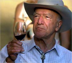 """""""Uma refeição sem vinho é como um dia sem sol"""".  Robert G. Mondavi"""