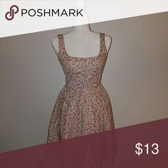 Floral dress Size small but runs a little big Zips up in the back Dresses
