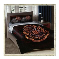 You'll get a great night's sleep under this Harry Potter comforter set featuring the Hogwarts crest. This bedding ensemble features…