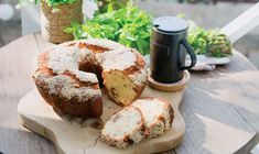 <p>Ένα λαχταριστό κέικ για να μοσχομυρίσει το σπίτι σας μαχλέπι και μαστίχα. Φτιάξτε το και δεν θα μείνει ψίχουλο. Μία εύκολη πρόταση και για όσους δυσκολεύονται να ανοίξουν φύλλο! </p> My Recipes, Recipies, Cypriot Food, Greek Pastries, Cheese Pies, Greek Dishes, Sponge Cake, School Snacks, Doughnut