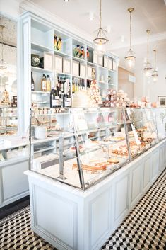 Vintage Cafe Interior Bakeries Display Case 69 New Ideas Patisserie Paris, Boutique Patisserie, Paris Bakery, Cake Shop Design, Coffee Shop Design, Bakery Design, Patisserie Design, Bakery Shop Interior, Cafe Interior Design