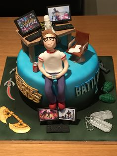 So this boy loves playing league of legends & battlefield 4. By Cakes of Joy
