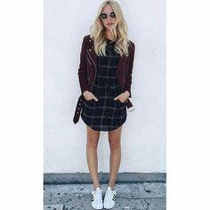 Jaqueta perfecto marsala + vestido + tênis