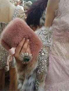 Details at Dolce and Gabbana Alta Moda Portofino DGPortofino. High Fashion, Fashion Show, Womens Fashion, Fashion 2018, Fashion Outfits, Saint Laurent, Use E Abuse, Valentino, Glamour