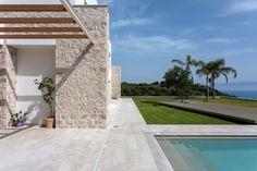 Μια εντυπωσιακή κατοικία δεσπόζει στη γη της Μεσσηνίας