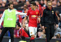 Manchester United midfielder Herrera suffers fractured rib