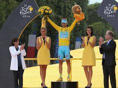 Vincenzo Nibali ha vinto il 101° Tour de France. http://www.gazzetta.it/Ciclismo/27-07-2014/tour-giorno-nibali-brinda-anche-kittel-campi-elisi-801365179368.shtml