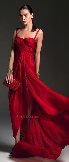 Red long gown... Vestido vermelho, longo...