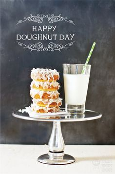How to make donuts at home with these homemade doughnuts recipes that include sugar donuts, donut glaze recipes, donut holes & even how to make donuts from cake mix. Some of the scrumptious flavors include strawberry shortcake, pina colada, hot cocoa & Donut Glaze Recipes, Homemade Doughnut Recipe, Delicious Desserts, Yummy Food, Smoothies, Baked Doughnuts, Cupcakes, Sweet Recipes, Yummy Recipes