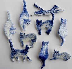 Handpainted Delft porcelain Brooch  Jumping Cat door HarrietDamave