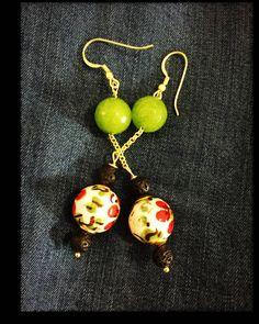 Orecchini pendenti, orecchini ceramica e pietra lavica, orecchini siciliani, orecchini ceramica di Caltagirone, orecchini originali, bijioux di LesJoliesDePanPan su Etsy