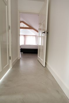 Beton Floor - Beton Ciré Inspiratie beeld beton(look) vloer. Wist je dat molitli interieurmakers een innovatieve gietvloer van beton heeft geïntroduceerd in meerdere kleuren? Stoere uitstraling, kwaliteit ook voor horeca & retail en vlekbestendig.