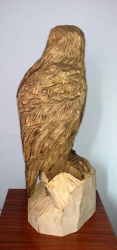 Águia em madeira escultura