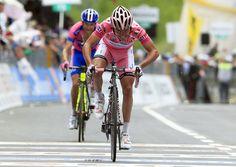 Of blijft Rodriquez tot en met de tijdrit in Milaan in het roze? Volg @touretappe. AFP PHOTO / LUK BENIESLUK BENIES/AFP/GettyImages