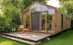 Las hay de madera, hormigón, acero e, incluso, los materiales reciclados más diversos, pero que una casa prefabricada esté hecha con cartón podría sonar a cuento de los tres cerditos. Y, sin embargo, se trata de un material mucho más resistente de lo que pueda parecer a simple vista, y, desde luego, mucho más sostenible si también procede del reciclaje y, además, es 100% biodegradable.Lo demuestran las casas modulares de la firma holandesa Wikkelhouse, construidas con 24 capas de cartón, aislada Nachhaltiges Design, Outdoor Furniture, Outdoor Decor, Tiny House, Home Decor, Smart Home, House Ideas, Modular Homes, Prefab Homes