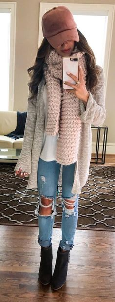 These are Perfect Winter Outfit Ideas for the season for every style conscious girl. These Outfits are currently followed by most of the fashion-forward ladies across the globe. Stylish Winter Outfits.