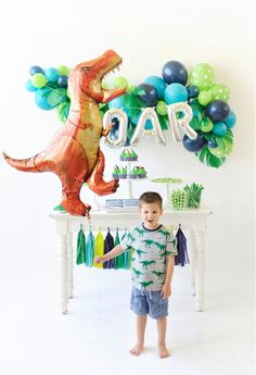 Have a ROAR-ing Good Time with this Dinosaur Birthday Party - Dinosaur Party - Geburtstag Fourth Birthday, Dinosaur Birthday Party, 4th Birthday Parties, Birthday Party Decorations, Dinosaur Party Decorations, Dinosaur Birthday Invitations, Boys 2nd Birthday Party Ideas, Boys Birthday Party Themes, Elmo Party