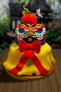 snow white cake ~ love!