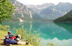 Jezioro Plansee w Wald Reutte (Austria). Aż chce się odpoczywać.