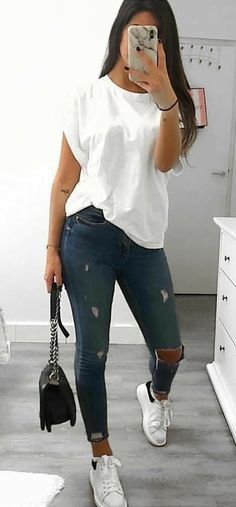30 Outstanding Summer Outfits To Try Now Casual Summer Outfits CasualShoesshirts outfits outstanding Summer Mode Outfits, Stylish Outfits, Fashion Outfits, Looks Chic, Casual Looks, College Outfits, Outfits For Teens, Graduation Outfits, Mode Instagram