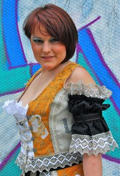 Bembel Dirndl & Trachtenmoden | Bembel-Girl Model Miri beim Probeshooting in den Niddawiesen. - Mehr findet Ihr unter www.Bembeltown.de | Bembeltown Design and more... Burgfriedenstrasse 17, 60489 Frankfurt | #Trachten #Trachtenmode #Hessen #Frankfurt #Geripptes #Mode #Fashion #Oktoberfesttracht