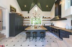Celeb Digs - Chris Hemsworth And Elsa Pataky Buy $4.8 Million Malibu Mansion