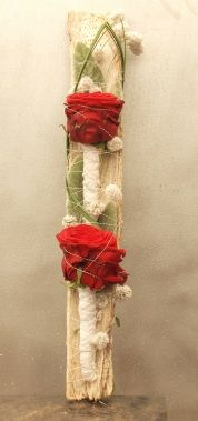 Creative with a single Red Naomi stem Flora Design, Art Floral, Ladder Decor, Flower Arrangements, Sweet Home, Driftwood, Rose, Spring, Simple