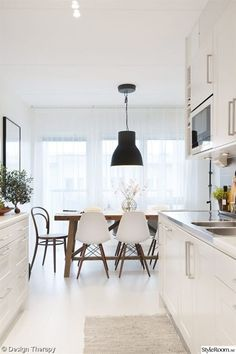 Dining Room Rules: Industrial Dining Room Lighting As The Key Fixture Pub Table And Chairs, Cafe Chairs, Wood Table, Dining Table, High Chairs, Dining Chairs, Kitchen Interior, New Kitchen, Kitchen Dining