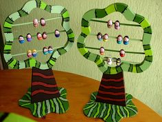 Family Tree For Kids Project – Kids Art & Craft - Modern Diy Family Tree Project, Family Tree For Kids, Trees For Kids, Family Tree Art, Diy Projects For Kids, Fall Crafts For Kids, Diy For Kids, Maria Jose, Cardboard Box