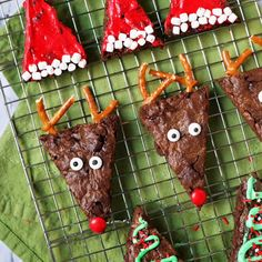 3 ways to make Christmas brownies with 1 batch! Santa hat brownies, Christmas tree brownies, and reindeer brownies! food recipe kids holiday treats Christmas Brownies - 3 Ways Christmas Tree Brownies, Christmas Snacks, Xmas Food, Christmas Appetizers, Christmas Cooking, Christmas Goodies, Christmas Candy, Holiday Treats, Holiday Fun