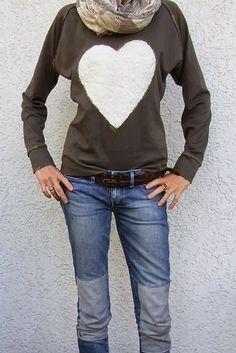 kostenloser Schnitt und Anleitung für einen Raglan Sweater von Pulsinchen http://pulsinchen.blogspot.de/2013/10/ein-herz-fur-rums-raglan-sweatshirt.html                                                                                                                                                     Mehr