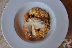 Risotto de calabaza con lascas de Parmesano y vinagre balsámico # Os va a gustar el risotto de hoy tanto por su sencillez como por su sabor. Queda meloso y tiene un sabor delicado que contrasta con el Parmesano y el vinagre balsámico que añadiremos al ... » Rissoto Thermomix, Baked Potato, French Toast, Baking, Breakfast, Ethnic Recipes, Food, Pumpkin Risotto, Balsamic Vinegar