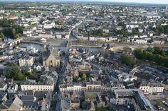 Un château carolingien à Mayenne -ARCHITECTURE CAROLINGIENNE, MAYENNE, 2: En 1990, la municipalité lance un projet de transformation du site en lieu culturel. Mais un surprise attendait les aménageurs lorsque les crépis ont été enlevés. Des arcades de brique sont apparues, ce qui est inhabituel dans ce genre de bâtiment.