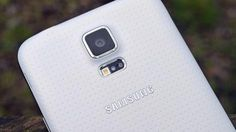 White Samsung Galaxy Alpha revealed as part of metallic line-up - http://mobilephoneadvise.com/white-samsung-galaxy-alpha-revealed-as-part-of-metallic-line-up