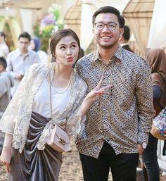 Kebaya Lace, Kebaya Dress, Batik Kebaya, Dress Pesta, Model Kebaya Muslim, Kebaya Modern Hijab, Kebaya Hijab, Blouse Batik, Batik Dress
