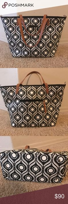 Petunia Picklebottom tote Excellent condition, gently used PPB downtown tote. Zipper top, some inside compartments, outside zipper pocket. Shoulder straps/handles. Can be used for a baby or for a work bag Petunia Pickle Bottom Bags Baby Bags