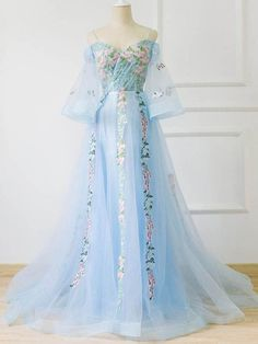 Chic A-line Off-the-shoulder Light Blue Prom Dress With Floral Prom Dresses Long… Chic A-Linie Schulterfrei Hellblau Abiballkleid Mit Blumenabiballkleider Langes Abendkleid Floral Prom Dress Long, Tulle Prom Dress, Prom Dresses Blue, Pretty Dresses, Elegant Dresses, Quince Dresses, Prom Gowns, Dresses Dresses, Long Dresses