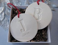 Set of 2 Customized Christmas Ornaments with Initial and Names - Personalized Christmas Gift, Custom Ornaments Salt Dough Projects, Salt Dough Crafts, Salt Dough Ornaments, Clay Ornaments, Ornaments Design, Clay Christmas Decorations, Personalised Christmas Decorations, Polymer Clay Christmas, Personalized Christmas Gifts