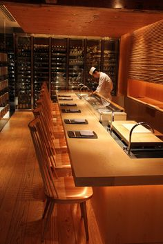 Touzan Restaurant 東西 - Hyatt Regency Kyoto - photographed by Jane Lawson, how beautiful Restaurant Counter, Deco Restaurant, Luxury Restaurant, Modern Restaurant, Japanese Restaurant Interior, Japanese Interior, Restaurant Interior Design, Best Interior Design, Sushi Bar Design