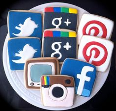 Social Media Addict Decorated COOKIES Icons for by peapodscookies on etsy I love Galletas Cookies, Cute Cookies, Yummy Cookies, Making Cookies, Fancy Cookies, Cupcakes, Cupcake Cookies, Sugar Cookies, Iced Cookies