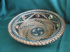 Rope Basket, Basket Weaving, Weaving Art, Hand Weaving, Pine Needle Crafts, Teneriffe, Pine Needle Baskets, Basket Crafts, Pine Needles