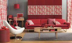 Soggiorno nelle nuances del rosso - Come abbinare il divano alle pareti nelle nuances del rosso.
