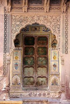 卐 Ancient Hindu Mandir (Temple) entrance door.India Hinduism Architecture ॐ Grand Entrance, Entrance Doors, Doorway, Door Knockers, Door Knobs, Door Handles, Cool Doors, Unique Doors, Indian Doors