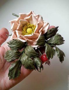Купить или заказать Шиповник из кожи ' Aurelie' в интернет-магазине на Ярмарке Мастеров. Шиповник из кожи с натуральными камнями(агат). Повтор возможен в другом цвете .