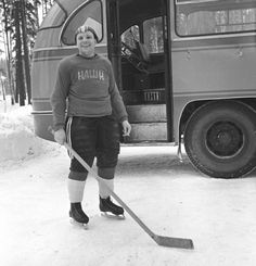 "Капитан хоккейной команды ""Наши"" Юрий Гагарин, 1963 г."
